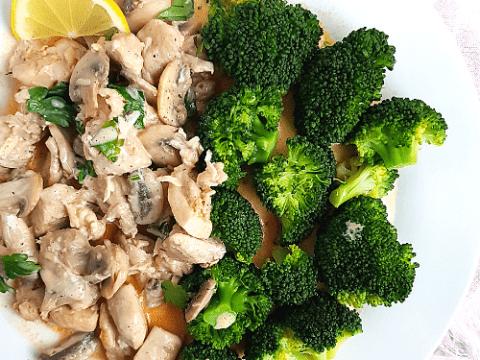 Keto Creamy Chicken Thighs With Mushroom Sauce And Broccoli